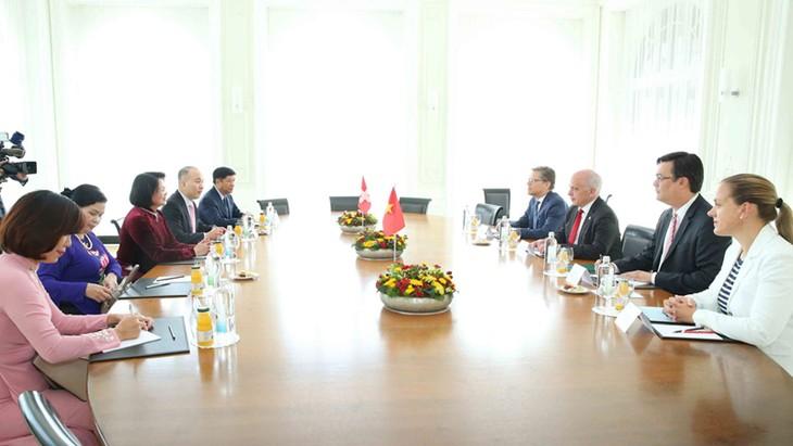 Вице-президент Вьетнама встретилась с президентом Швейцарии - ảnh 1