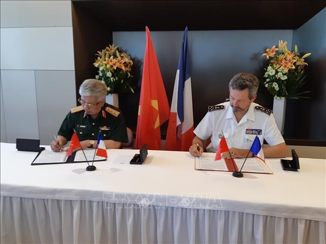 Вьетнам и Франция наращивают оборонное сотрудничество в соответствии с уровнем стратегического партнёрства - ảnh 1