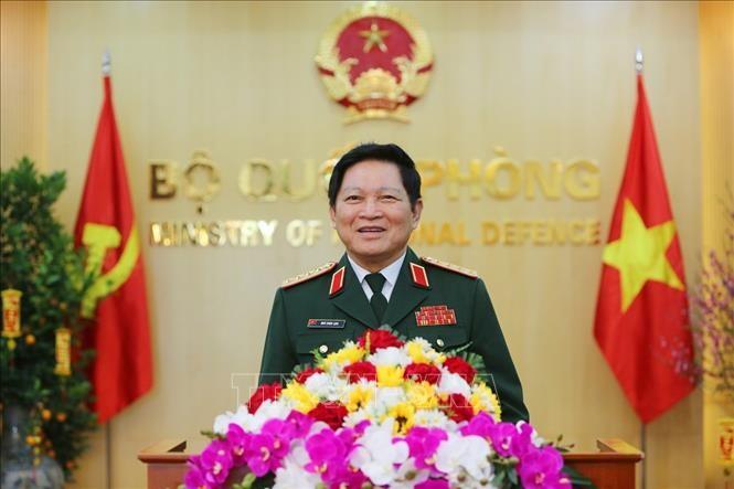 Военная делегация Вьетнама принимает участие в конференции министров обороны АСЕАН - ảnh 1