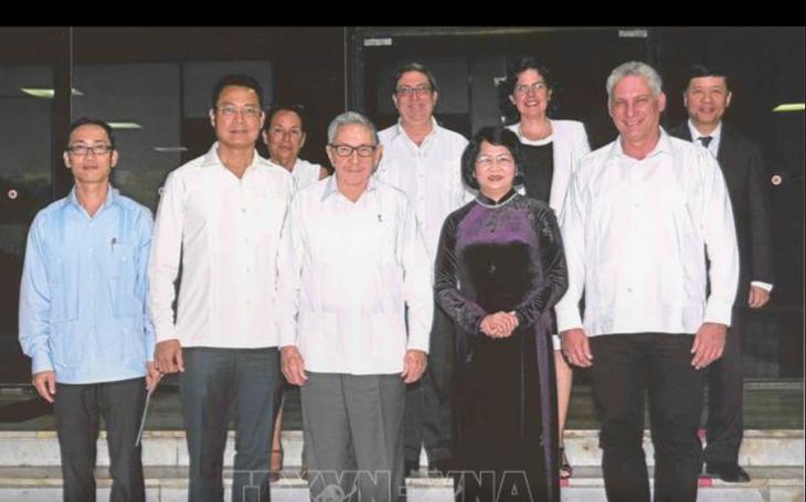 Вьетнам придает важное значение традиционно дружественным отношениям с Кубой - ảnh 1