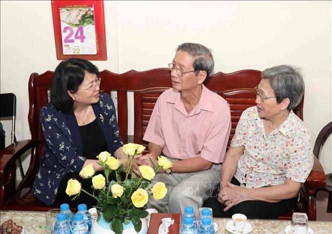 Вице-президент Вьетнама посетила семьи граждан, имеющих заслуги перед Отечеством - ảnh 1