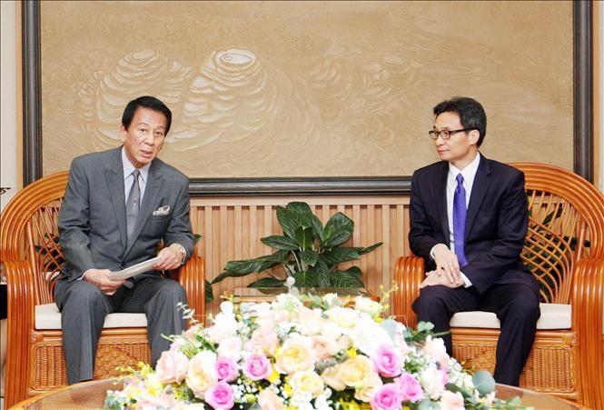 Вице-премьер Ву Дык Дам принял специального посла Вьетнама и Японии - ảnh 1