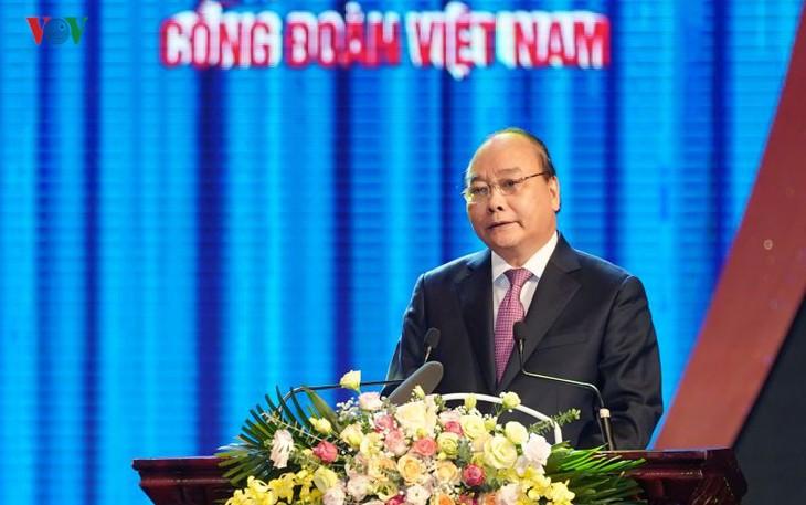 Нгуен Суан Фук: необходимо активно обновлять работу вьетнамских профсоюзов - ảnh 1