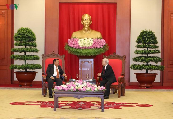 Нгуен Фу Чонг встретился с генеральным секретарём ЦК НРПЛ, президентом Лаоса - ảnh 1
