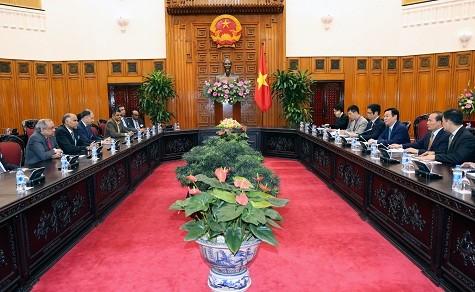 Vuong Dinh Hue invite les Indiens à investir davantage au Vietnam  - ảnh 1