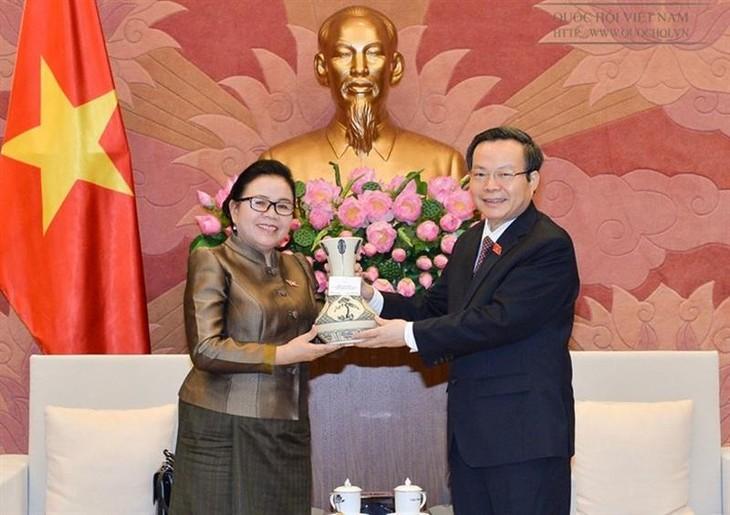 Phung Quoc Hien reçoit un responsable laotien - ảnh 1