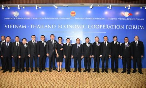Nguyen Xuan Phuc reçoit les chefs de grandes sociétés thaïlandaises - ảnh 1