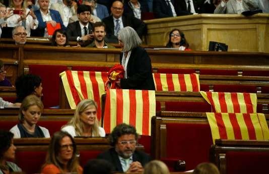 Le Parlement catalan adopte la loi prévoyant un référendum d'autodétermination - ảnh 1