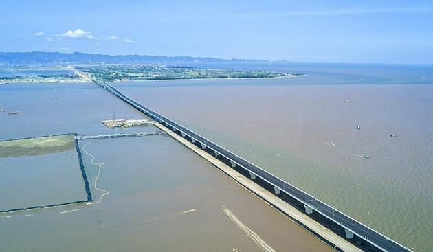 Inauguration du pont maritime le plus long  d'Asie du Sud-Est - ảnh 1
