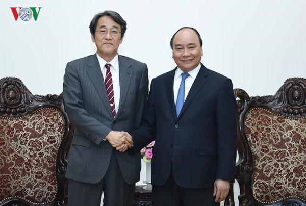 Le PM Nguyên Xuân Phuc reçoit l'ambassadeur japonais au Vietnam - ảnh 1