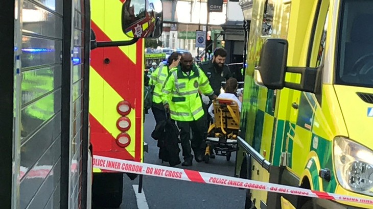 Ahmed Hassan, 18 ans, a été inculpé pour tentative de meurtre dans l'attaque du métro de Londres - ảnh 1