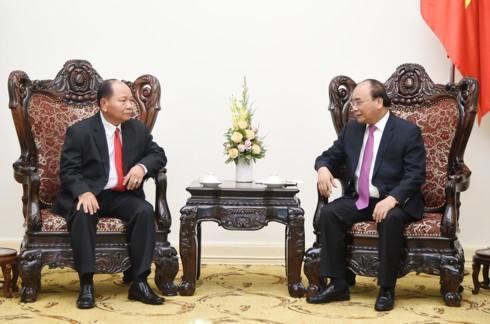 Nguyen Xuan Phuc reçoit le ministre laotien des Affaires intérieures - ảnh 1