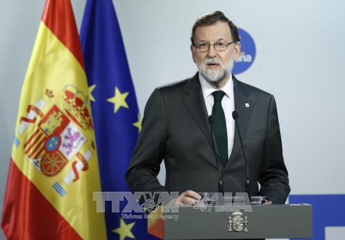 Carles Puigdemont veut réunir le parlement catalan pour répondre à Madrid - ảnh 1