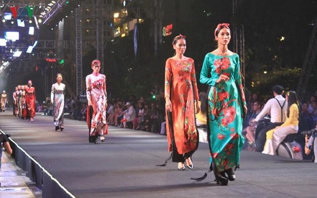 Le festival de la mode et des technologies 2017 à Hô Chi Minh-ville - ảnh 1