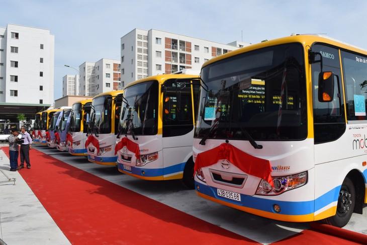 Des bus  au service des journalistes - ảnh 1