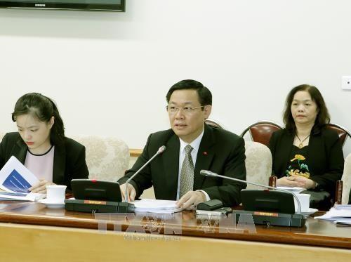 Le vice Premier-ministre Vuong Dinh Hue travaille avec des experts de l'OIT  - ảnh 1