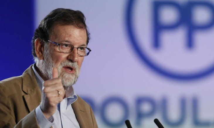 A Barcelone, Mariano Rajoy veut «récupérer la Catalogne» par la «démocratie» - ảnh 1
