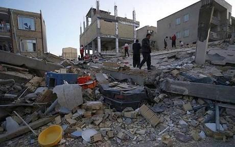 Séisme : plus de 400 morts en Iran ; deuxième nuit dehors pour les rescapés - ảnh 1