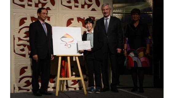 Présentation du logo en l'honneur des 45 ans des relations diplomatiques Vietnam - Belgique - ảnh 1