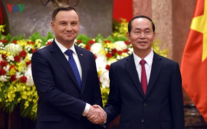 Cérémonie d'accueil officielle en l'honneur du président polonais - ảnh 1