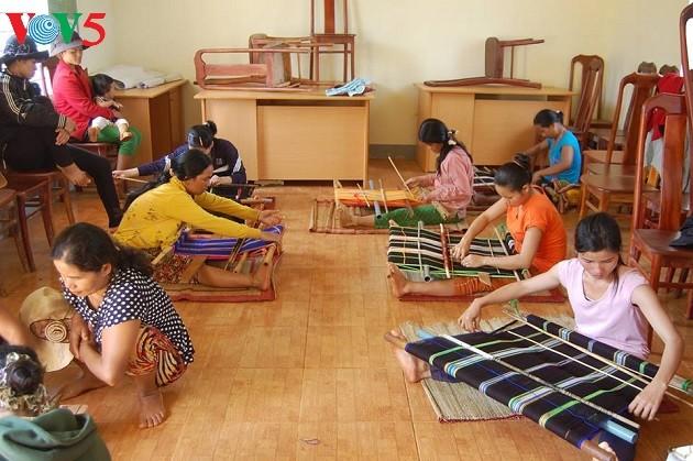 Le tissage de brocatelles chez les M'Nong - ảnh 2