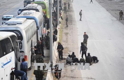 Syrie: un accord pour évacuer les rebelles de leur dernière enclave dans la Ghouta - ảnh 1