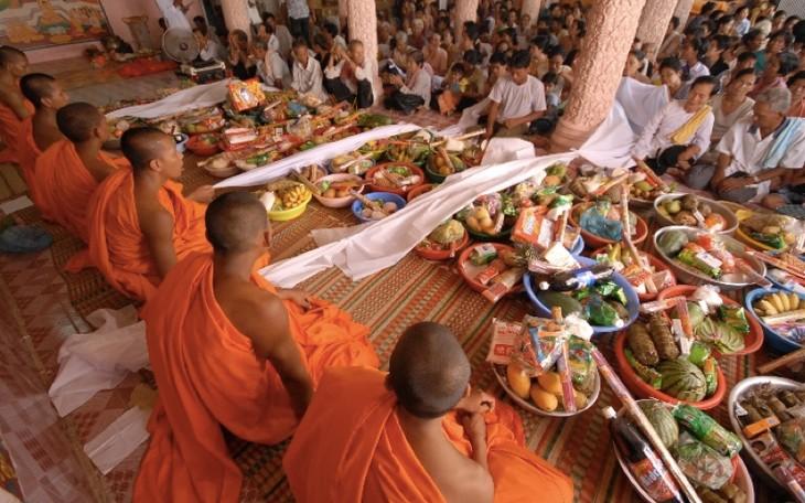 Des rencontres à l'occasion du Chol Chnam Thmay - ảnh 1