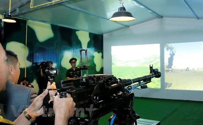 Le Vietnam remet au Laos un centre de simulation de combat - ảnh 1