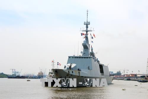Des navires francais en visite à Hô Chi Minh-ville - ảnh 1