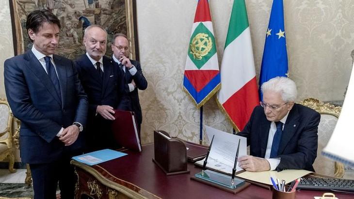 Italie: le nouveau chef du gouvernement, Giuseppe Conte, a prêté serment - ảnh 1