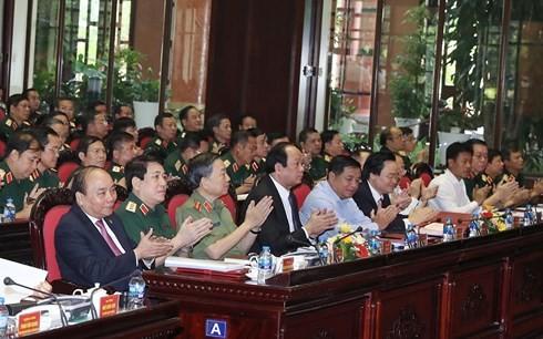 Le Premier ministre à une conférence-bilan de l'armée - ảnh 1