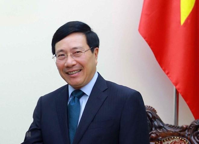 Pham Binh Minh visite l'ambassade vietnamienne en Grèce - ảnh 1