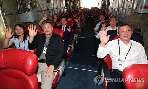 Des officiels et des athlètes sud-coréens en RPDC pour des matches de basket-ball - ảnh 1