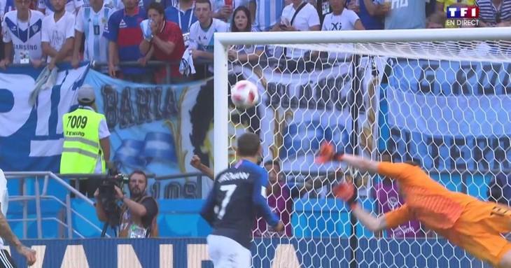 Coupe du monde 2018 : Emmanuel Macron en Russie pour la demi-finale des Bleus - ảnh 1