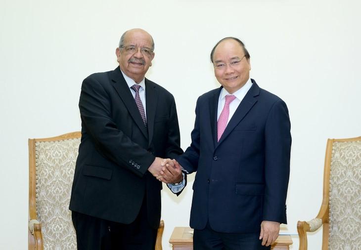 Le Premier ministre vietnamien reçoit le chef de la diplomatique algérienne - ảnh 1