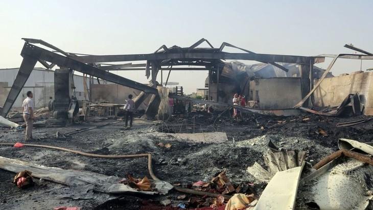 Yémen: au moins 28 morts dans une frappe de la coalition sur un marché de Hodeidah - ảnh 1