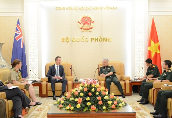 Nguyên Chi Vinh reçoit un officiel du ministère australien de la Défense - ảnh 1