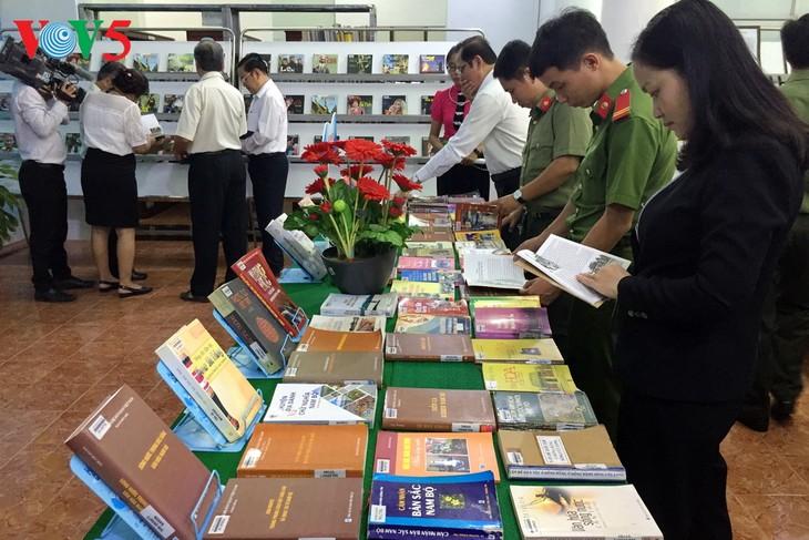 L'exposition sur les 54 ethnies à Cân Tho - ảnh 1
