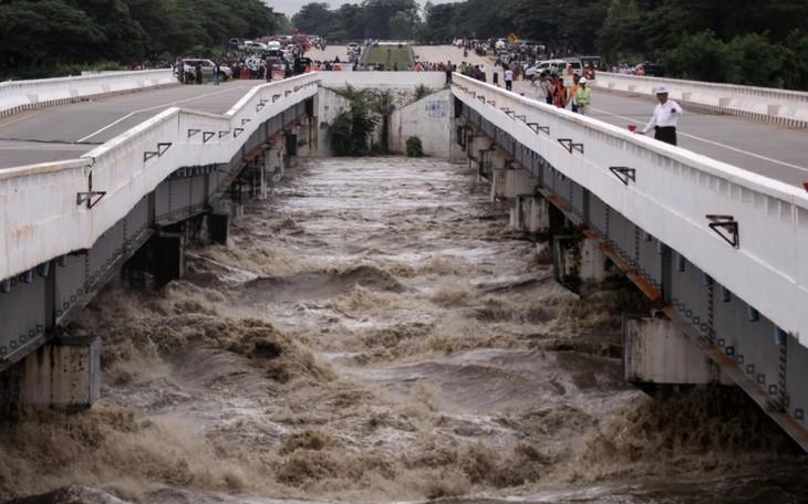 Rupture d'un barrage au Myanmar, 50.000 personnes évacuées - ảnh 1