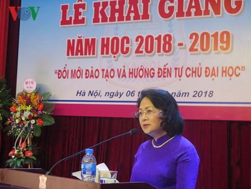 Dang Thi Ngoc Thinh à la rentrée de la faculté de médecine de Hanoï - ảnh 1