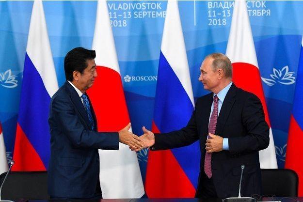 Vladimir Poutine propose à Shinzo Abe de conclure un traité de paix d'ici la fin de l'année - ảnh 1
