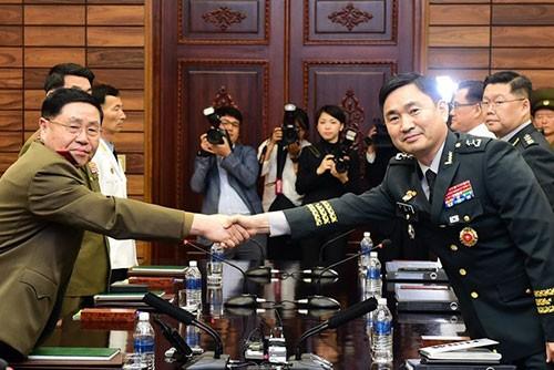 Les deux Corées tiennent une réunion de travail militaire à Panmunjom - ảnh 1
