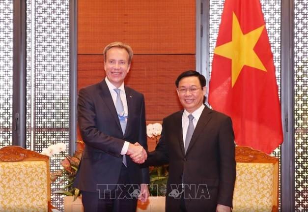 Le président du WEF : l'économie vietnamienne va enregistrer une croissance de 7% - ảnh 1