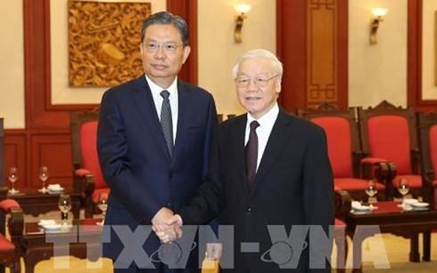 Le SG du PCV Nguyên Phu Trong reçoit des délégations chinoise et cubaine - ảnh 1