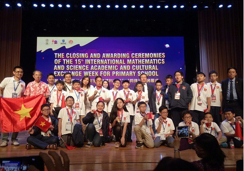 Le Vietnam brille aux Olympiades internationales de mathématiques et de sciences 2018   - ảnh 1