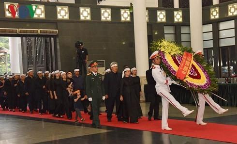 Début des obsèques nationales de l'ancien secrétaire général du Parti Dô Muoi - ảnh 1