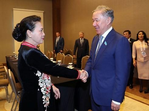 Nguyên Thi Kim Ngân rencontre le président de la chambre basse du Parlement kazakh - ảnh 1