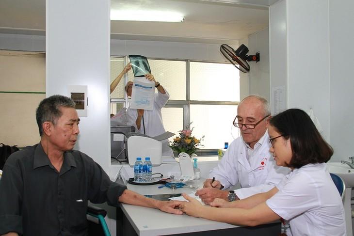 Consultations médicales gratuites: des médecins français à Hai Phong - ảnh 1