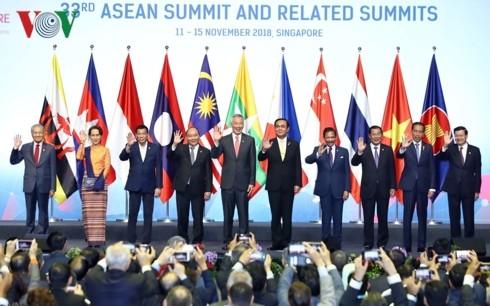 ASEAN 33: Nguyên Xuân Phuc partage les initiatives vietnamiennes - ảnh 1