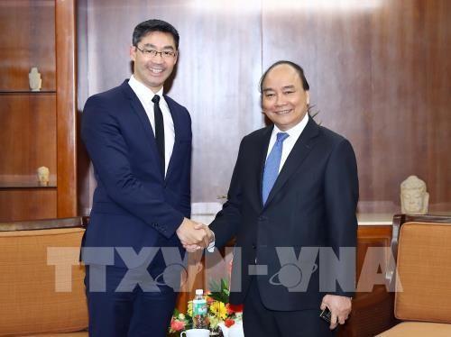Un ancien vice-Chancelier allemand reçu par Nguyên Xuân Phuc - ảnh 1